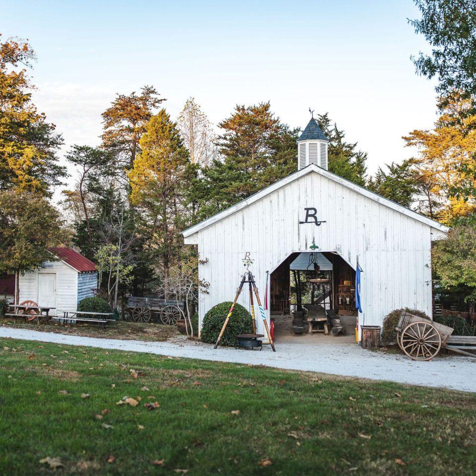 Hilltop Barn - Rassawek