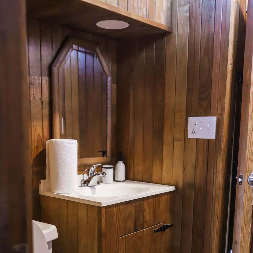 Caboose bathroom - Rassawek